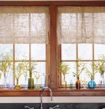 Natural curtains give a rustic look for a cabin